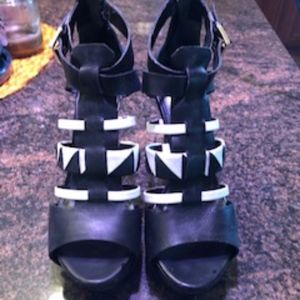 Black and white Guess high heels 8 1/2